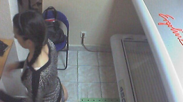 Bebé audio latino xxx se prueba un hermoso corsé con una cámara oculta