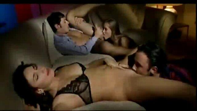 Chica de pecho plano taboo español xxx digitación y consolador