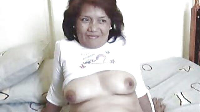 El coño afeitado de gorditas españolas xxx una joven belleza brilla seductoramente