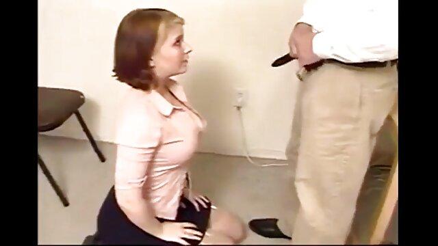 Un porno sensual español hombre filmó sexo con su puta
