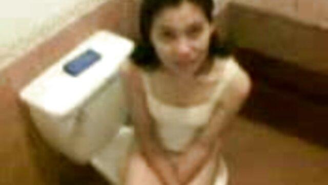 Rubia se masturba xvideos pelicula español desnuda frente al espejo