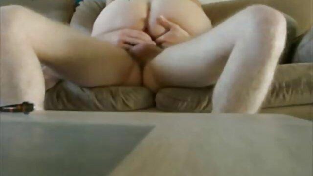 Bebé en falda videos prnos en español corta con gemidos salvajes se llevó al orgasmo con un vibrador