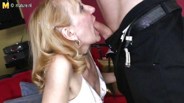 Grandes pechos negros en una camiseta mojada - Ebony españolas pilladas en la calle bombeado seduce a los chicos