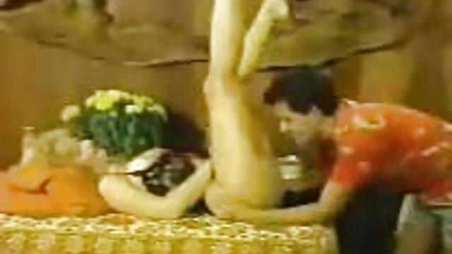 Stella porno español con argumento tiene un buen polvo con una máquina sexual