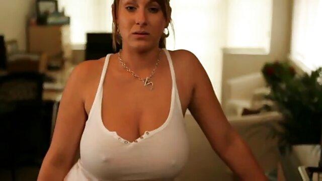Kira se masturba la vagina y la deja lamer videos xxx hd en español