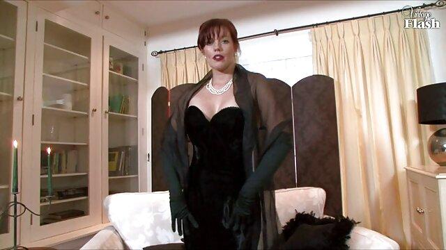 La lujosa Eva Angelina le hace una mamada a un afortunado con su xporno español amiga