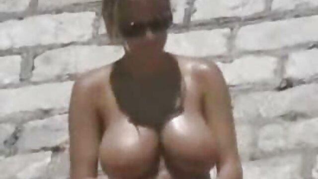 La zorra rusa xxx español videos tomó el calvo del tío en su boca y lo chupó en la sauna