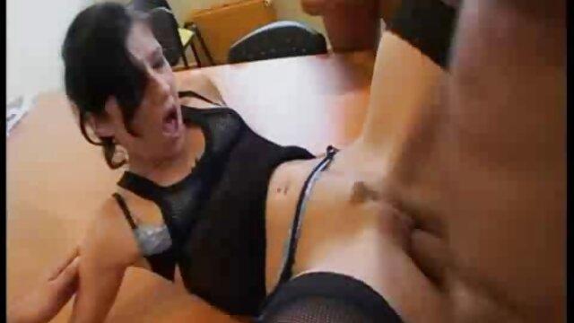 Una chica calva muy delgada xvideos caseros en español da vueltas como él quiere