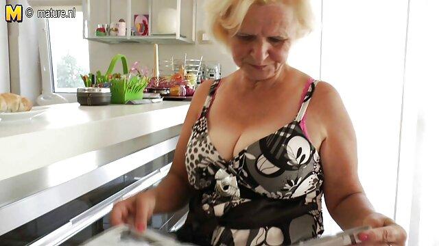 Joven de 18 años le mama a una anciana videos pprno español en la boca