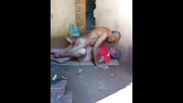 Ekaterina se desnudó y toma el peliculas en español xxx sol desnuda en una playa nudista