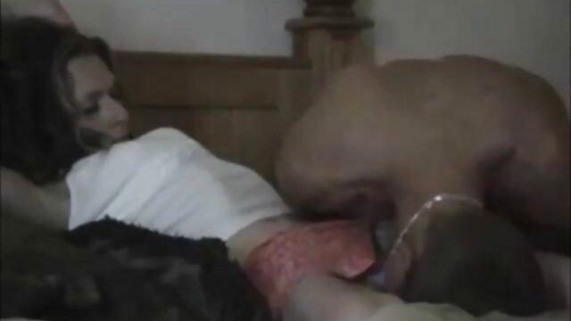 Una jovencita incluso en la videos caseros en castellano calle está lista para el sexo