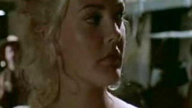 Mujer bonita se masturba hábilmente la polla del maduras culonas españolas viejo vecino