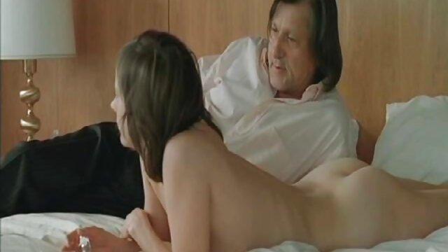 Rubia cachonda Kelly le hace una mamada a su novio porno en sub español