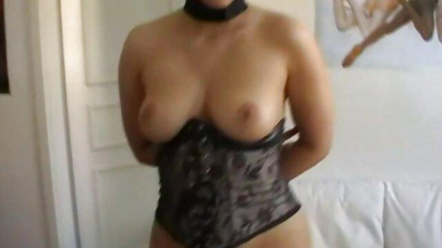 Mujer ucraniana comenzó xxx actrices españolas a masturbarse en cuclillas