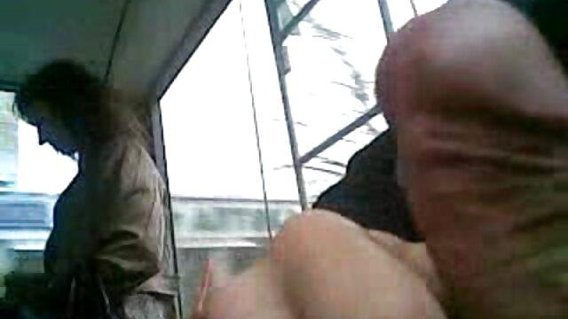 Rubia sexy se llena el coño videos de sexo subtitulados