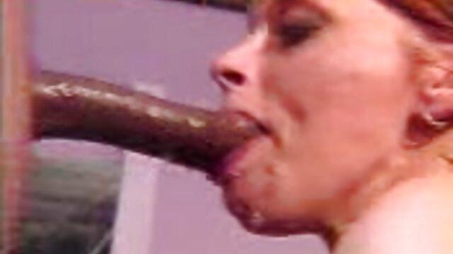 Una chica de figura deportiva pone a prueba su coño y su máquina sexual para peliculas online xxx comprobar su fuerza