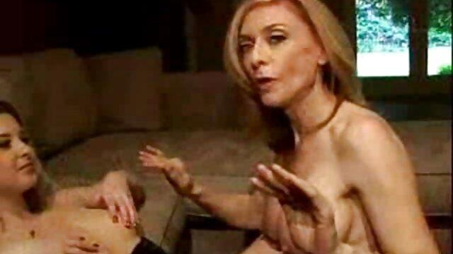 Josephine se acostó en el suelo y maduras españolas follando comenzó a masturbarse su coño mojado